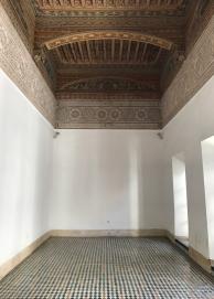 20170306_104039250_iOS-hallway