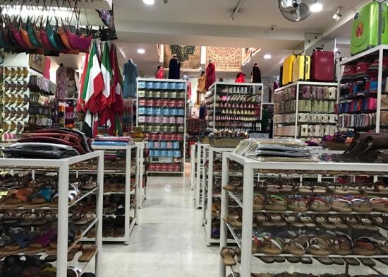 20170306_120451029_iOS-department-store