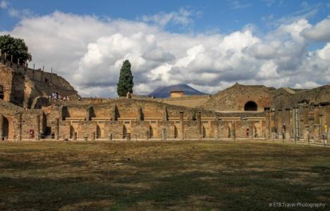 adventuresofacouchsurferpompeiiIMG_5461-5461
