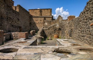 adventuresofacouchsurferpompeiiIMG_5499-5499